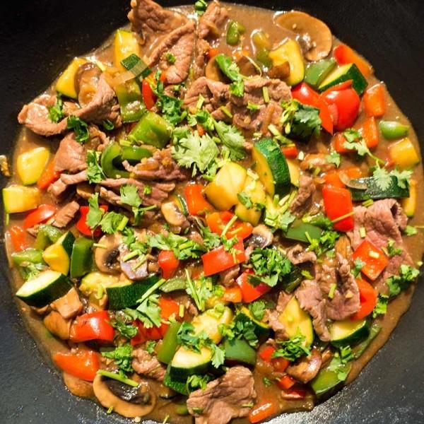 Asia-Wokpfanne mit Rind nach Hausrezept