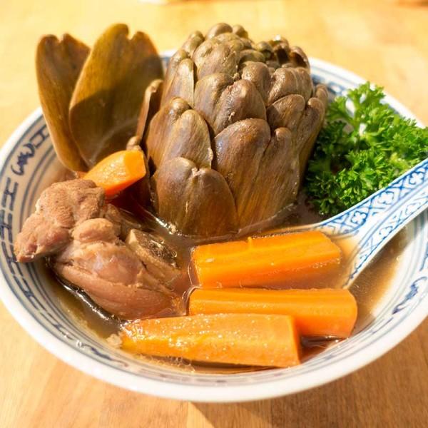 Asiatische Artischockensuppe mit Schwein
