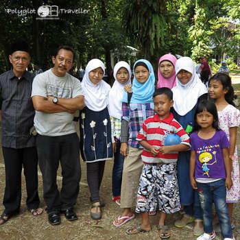 Zehnköpfige indonesische Großfamilie
